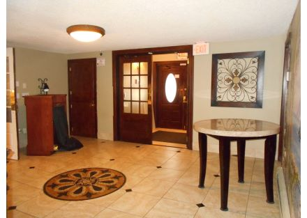 6-240 Naugatuck Ave - foyer(15)