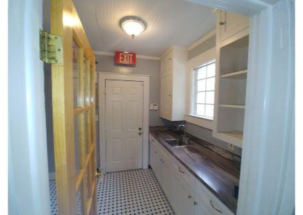 215 e 5th ave kitchen