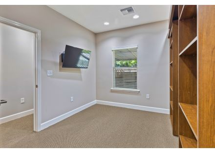 Executive Office with murphy bed 7