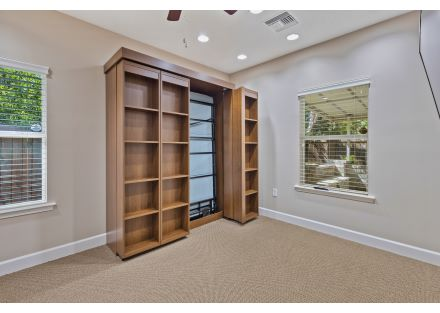 Ex Office with murphy bed 8