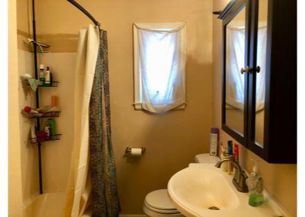 House - Full Bathroom