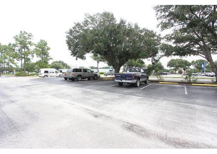 front parking lot,2