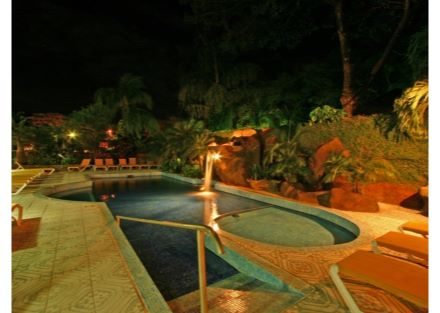 Hotel located steps from the beach in Playa Hermosa