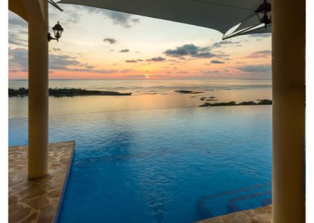 Gorgeous & Luxurious Boutique Hotel with Dramatic Views
